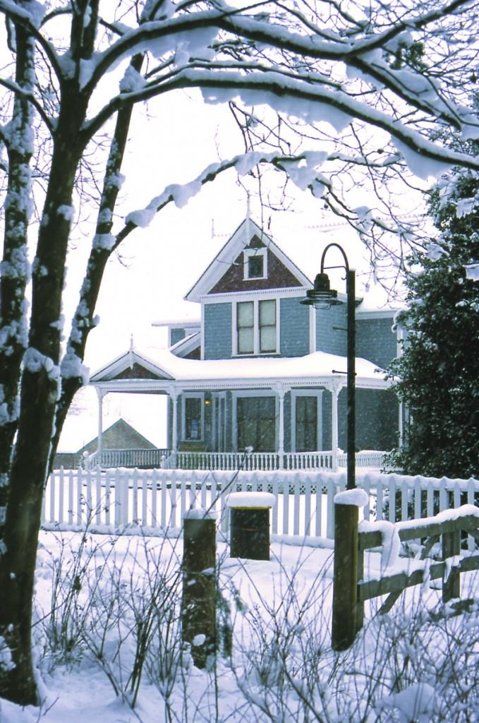 snow_farmhouse-b